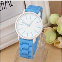 Часы женские с голубым силиконовым ремешком