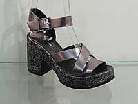 Модные стильные женские босоножки на каблуке с платформой