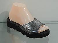 Модные кожаные шлепанцы на платформе 37