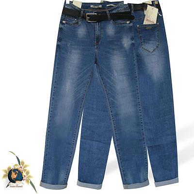 Джинсы женские классические баталы Version светло-синего цвета с потёртостями