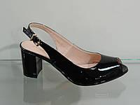 Лаковые женские босоножки на не большем каблуке 37