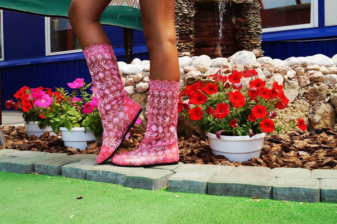 Летние ажурные розовые сапожки из гипюра