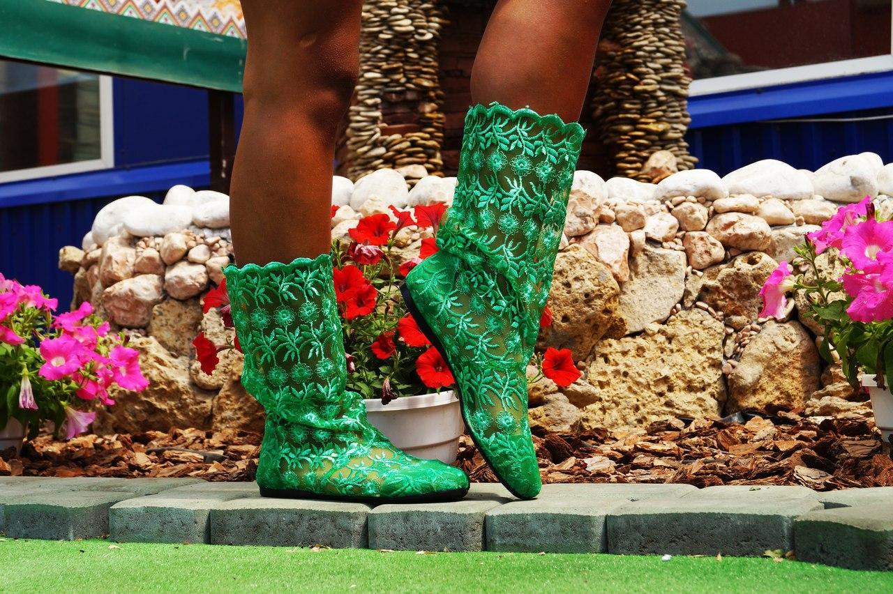 Летние стильные сапожки гипюровые зеленые