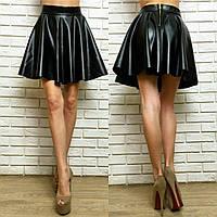 Женская стильная короткая юбка солнце-клеш из эко-кожи 046 / черная