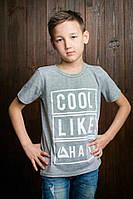 Стильная детская футболка серого цвета для мальчика
