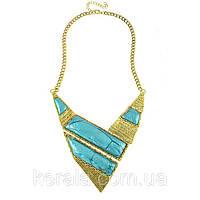Женское металлическое ожерелье треугольником