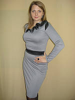 Платье серое с декоративным элементом