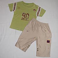 Летний комплект на мальчика 3 лет: футболка и бежевые шорты бермуды.