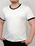 Мужская футболка с треугольным вырезом Men