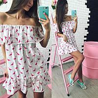 Женское летнее платье свободного кроя с открытыми плечами в расцветках