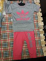 Летний детский костюм Адидас: футболочка и бриджи. Цвет серый с коралловым