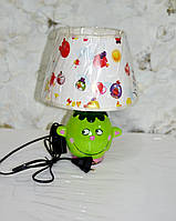Лампа настольная, 1лампа, высота лампы - 32 см, диаметр абажура - 25