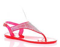 Женские резиновые сандали розового цвета