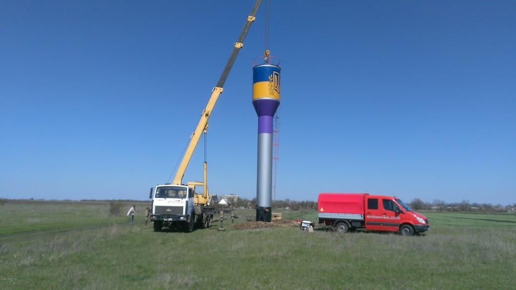 Як замінюють водонапірну башту