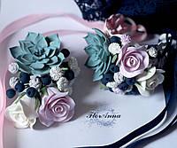 """""""Черника с розами и суккулентом""""(бутоньерка+браслет) Свадебный комплект украшений из полимерной глины, фото 1"""
