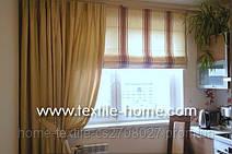 Римская штора в полоску с однотонной шторой.Прекрасно подойдет для окна с балконной дверью и широким подоконником