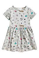 Платье светло-серое в разноцветные принты 92