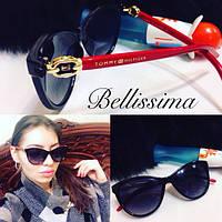 Красивые и модные женские солнцезащитные очки с красной оправой t-716032