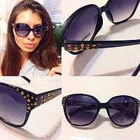 Женские солнцезащитные очки с декорированной оправой y-716080