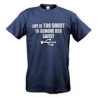 Футболка Жизнь слишком коротка для безопасного извлечения USB