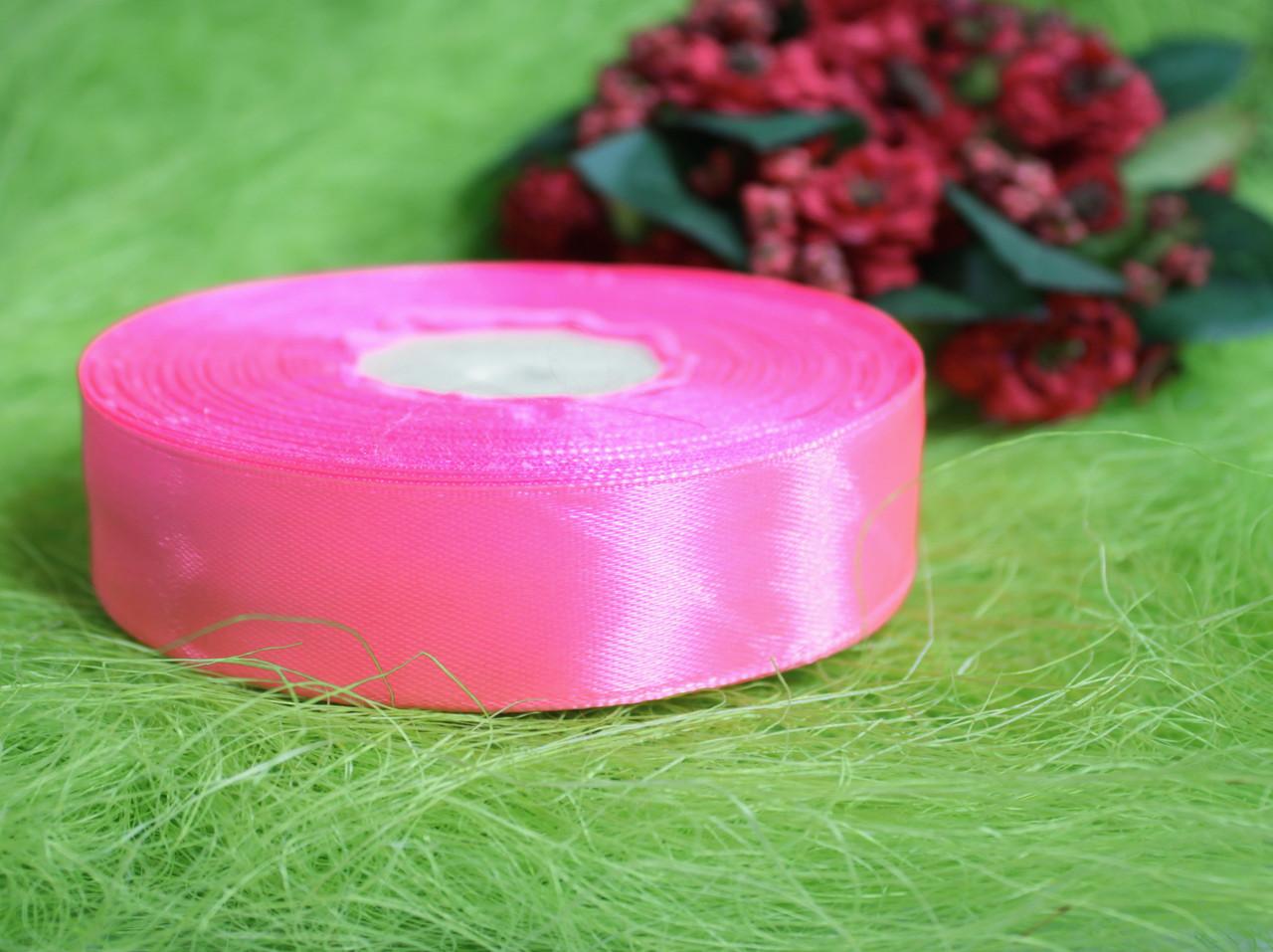 Лента атласная ярко- розовая 20 мм, моток 33 м.