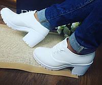 Белые текстильные туфли на тракторной подошве в наличии