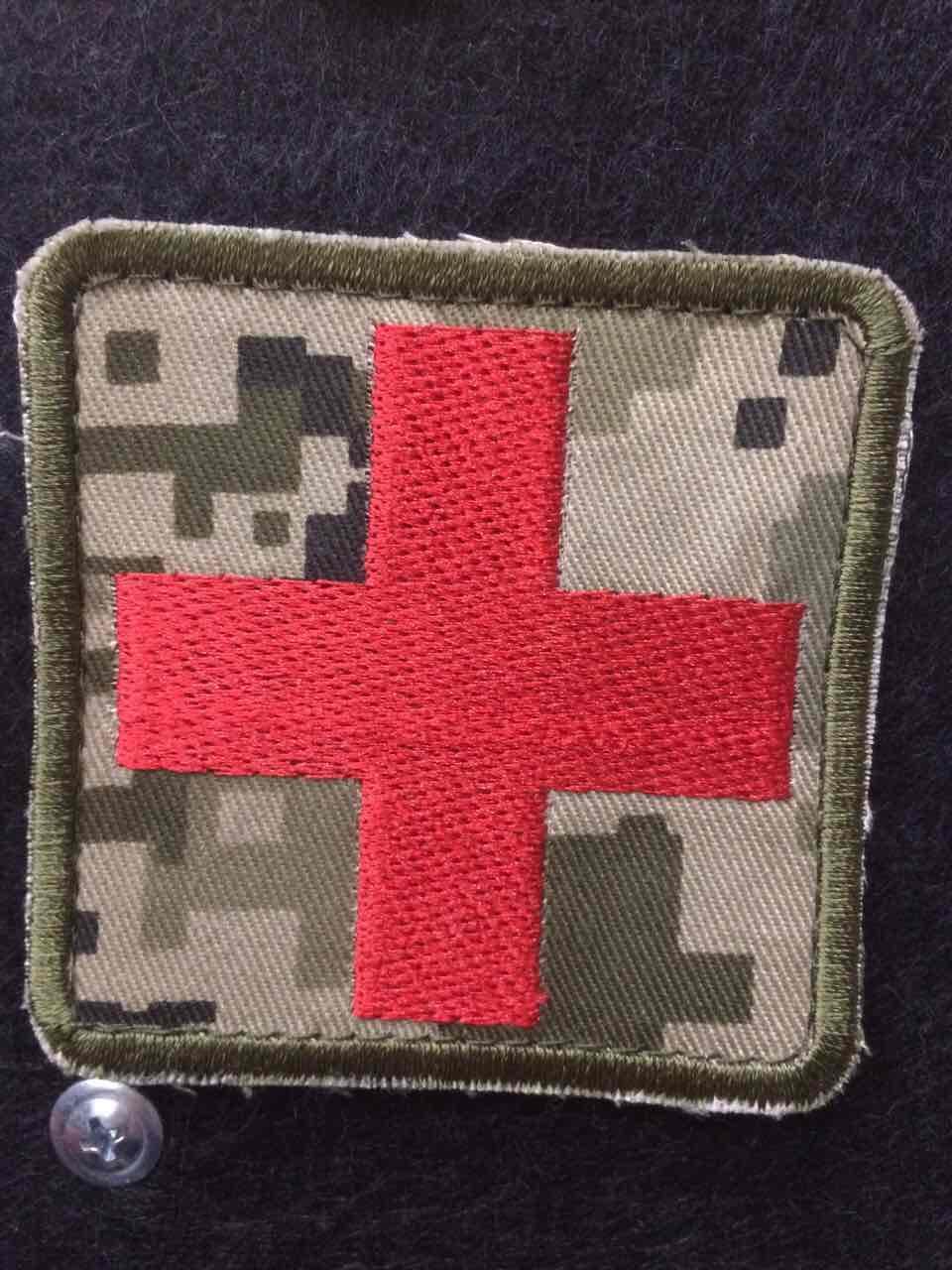 """Нашивка """"Красный крест"""" пиксель"""