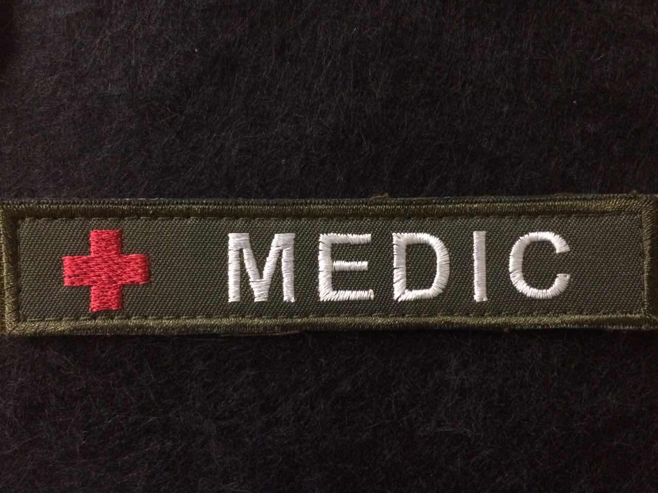 "Нашивка ""MEDIC"" олива"