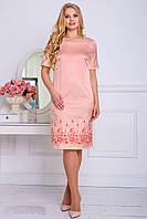 Персиковое атласное платье с вышивкой