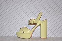 Босоножки женские стильные на высоком толстом каблуке желтые
