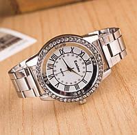 Женские часы на металлическом ремешке серебро