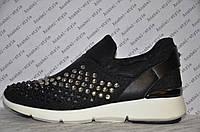 Кроссовки женские модные текстиль черного цвета со вставками эко кожи украшены стразами