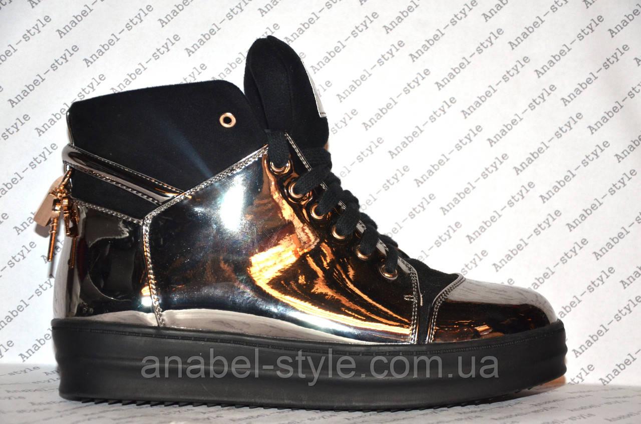 Кеды высокие серебристого цвета лаковые на шнуровке