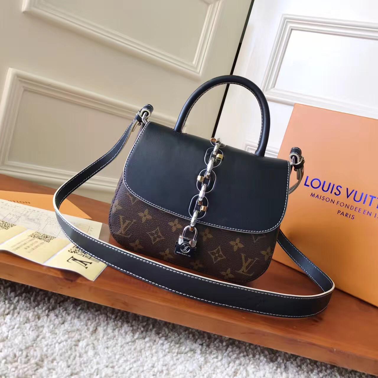 8d9ea591b7b6 Женская сумка Louis Vuitton Chain It PM, реплика 7А класса - VKstore в Киеве
