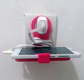 Підставка - тримач для телефону під час зарядки