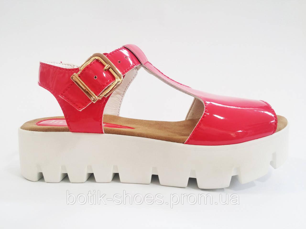 708123bfc Женские удобные лаковые сандалии на платформе трактор In-Trend -  интернет-магазин обуви
