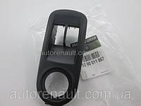 Рамка кнопок стеклоподъемника (сторона водителя) на Рено Трафик 01-> — Renault (Оригинал) - 8200011867