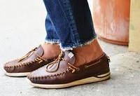 Виды мужских туфель без носков и с чем их носить