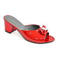 Босоножки женские лаковые красные на устойчивом каблуке, декорированы бантиком и фурнитурой