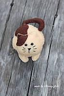 Игрушка котик из фетра  ручной работы на подарок