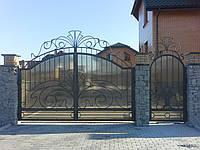 Ворота распашные металлические с элементами художественной ковки