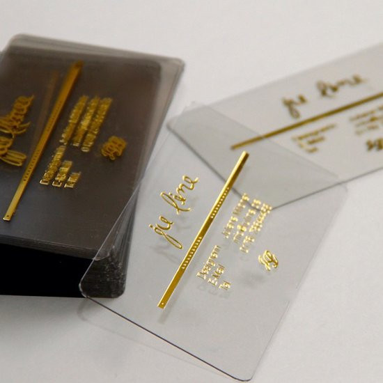пластиковые визитки, тиснение визиток фольгой