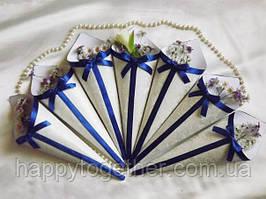 Кулечек для лепестков белый с синей лентой