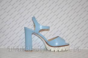 Босоножки на тракторной подошве и толстом каблуке женские стильные голубые, фото 2