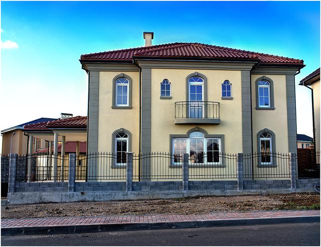 Продается дом в средиземноморском стиле постройки 2015-2016 гг в Совиньоне. Участок 600 кв. м.