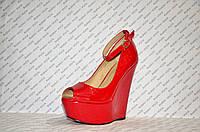 Туфли женские лаковые с открытым носком француз на высокой танкетке с застежкой красные
