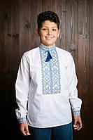 Нацинальная детская вышиванка для мальчика исполнена желто-голубыми нитками
