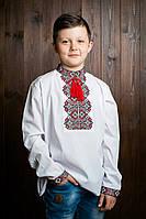Стильня белая вышитая черно-красными нитками рубашка на мальчика