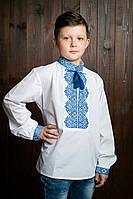 Национальная белая вышитая рубашка для мальчика с красивым орнаментом