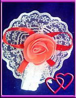 """Свадебные бутоньерки для свидетельниц на руку""""Роза в кружеве"""", цвета в ассортименте Коралловый"""